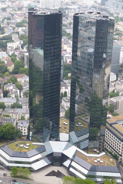 Weekend a Francoforte: i palazzi della Deutsche Bank visti dall'alto della Main Tower