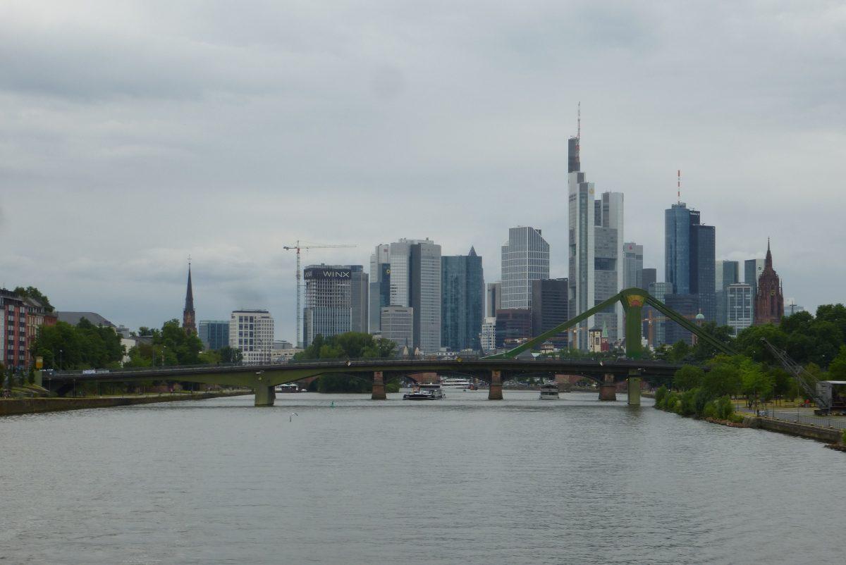 Weekend a Francoforte: vista sulla città dal fiume Meno