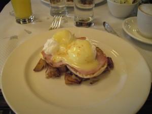 Mangiare a Manhattan: le Eggs Benedict del ristorante Balthazar