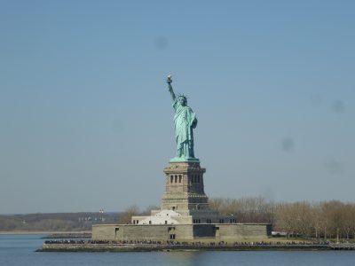 New York, chicche: vista della Statua della Libertà dal traghetto per Staten Island