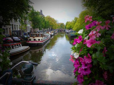 Amsterdam: canali, fiori e case galleggianti