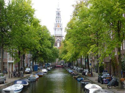 Amsterdam, vista da Staalstraat sulla Zuidekerk