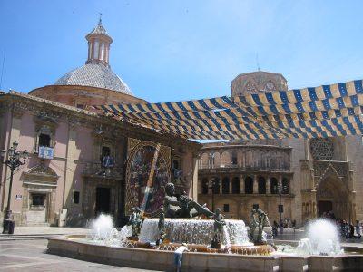 Valencia con i bambini: Plaza de la Virgen