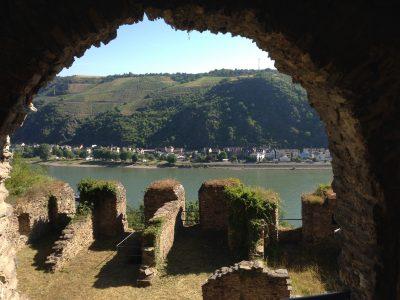 Tour di 9 giorni in Germania: vista sul Reno dalle mura del Burg Rheinfels